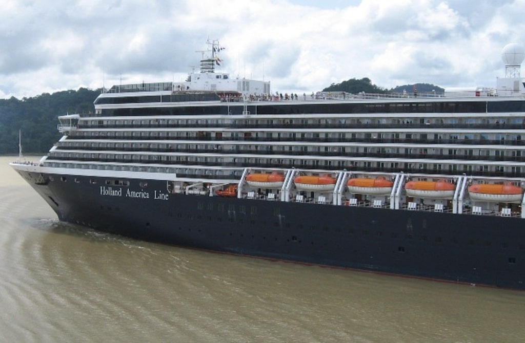 Holland America extends cruise pause